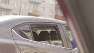 Criminals threaten with a knife out of the car video