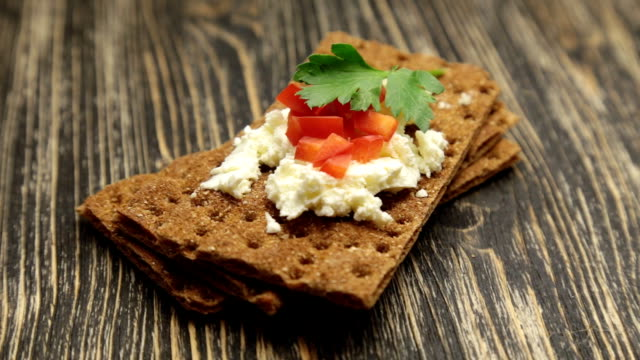 Crispbread with soft cottage cheese and red pepper video