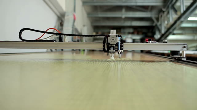 Crossbar laser cut machine goes to end of canvas video