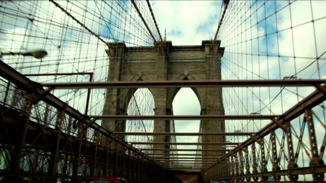 Crossing the Brooklyn Bridge video