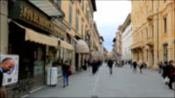 Crowded of people busy shopping street in Pisa, Italy video