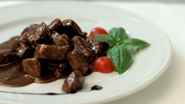 cubes of meat with balsamic vinegar video