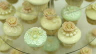 Cupcakes with sweet flowers video