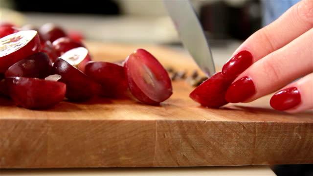 Cutting grapes video