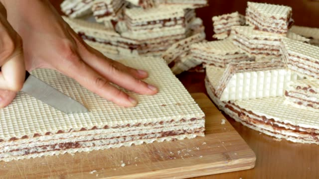 cutting pischinger, oblaten chocolate cake from Poland video
