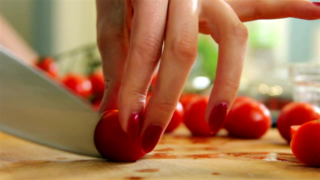 Cutting tomatoes video