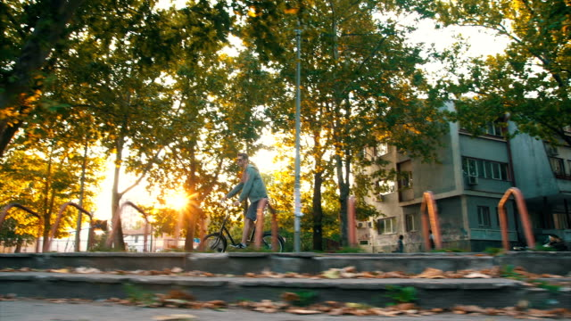 Cycling through the city video