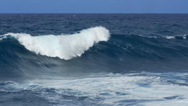 Dangerous ocean waves breaking and splashing video