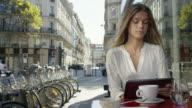 Date in Paris video