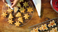 Decorating Christmas Cookies with Icing video