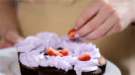 decorating cupcakes with strawberries video
