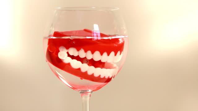 Dental Hygiene - l'igiene delle tua dentiera è importante video