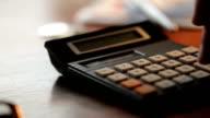 Desk calculating      DE MO video
