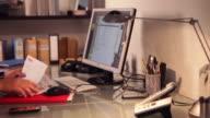 Desk, fast male   DE BS video