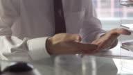 Desk hands     DE  BS video