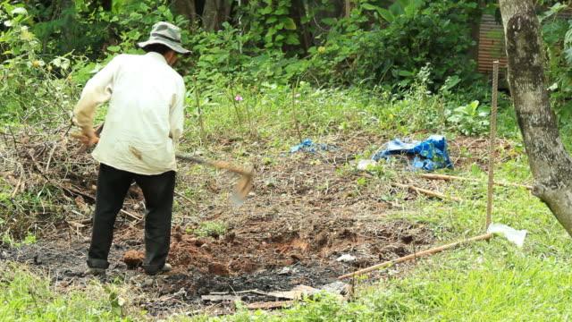 Digging by shovel. video