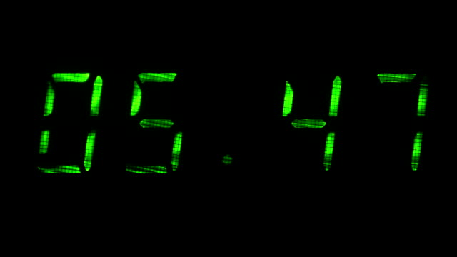 Digital clock shows time of 05 minutes 40 seconds to 06 minutes 10 seconds video