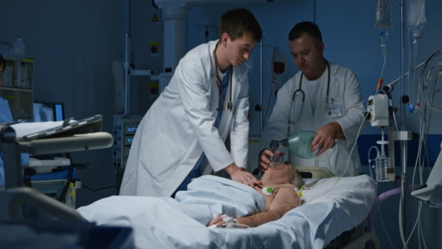 DS Doctor performing a CPR on a patient in the intensive care video