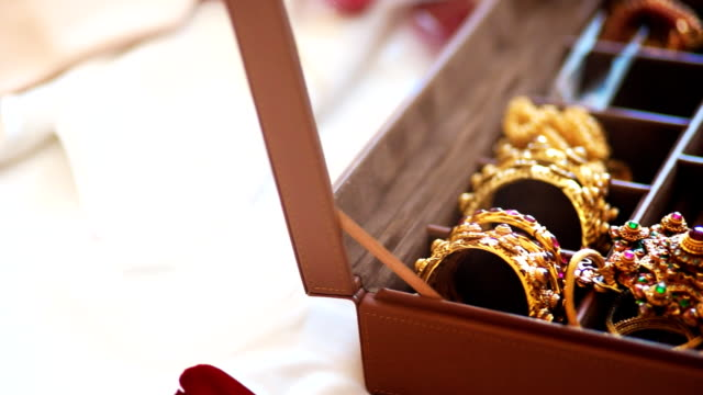 Dolly Luxury Jewelry on Box video