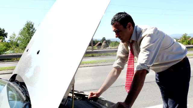 DOLLY:Car breakdown video