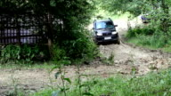 SUV drives into the mountain to impassable mud video