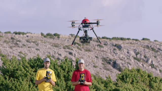 Drone landing controlled by two pilots video
