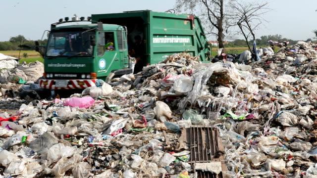Dumping garbage Garbage falling video