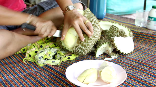 Durian Cutting video