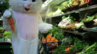Easter bunny shopping for carrots video