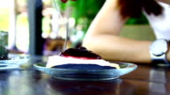 eat blueberry pie video
