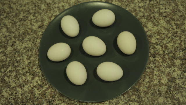 Eggs_On_Plate video