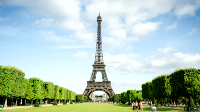 Eiffel tower time lapse video