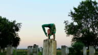 Elbow stand on the column video
