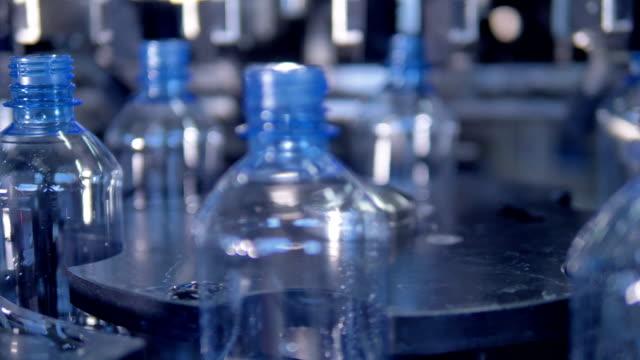 Empty PET bottles on star wheel. video