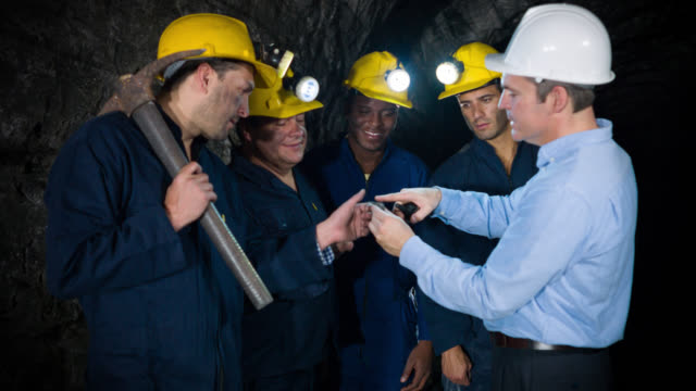 Engineer showing miners what to look for video