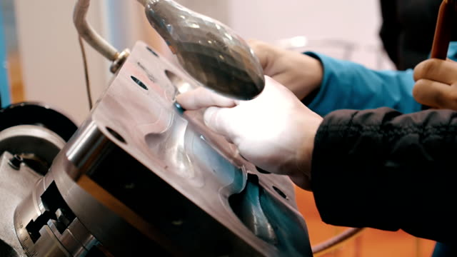 Engineers to touch the workpiece and assess the quality of molds video