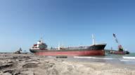 Excavators rescue aground ship video