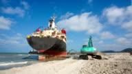Excavators salvage a big ship video