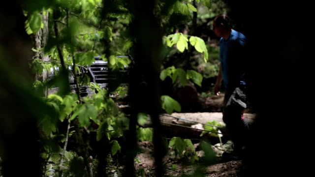 Expeditionary SUV got stuck in the forest and trying to get out via winch. video