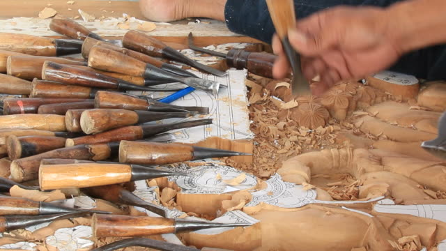 Experienced wood carver video