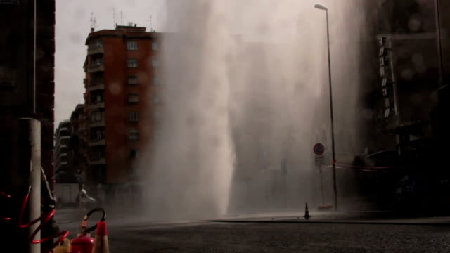 Explosion of the drain water video