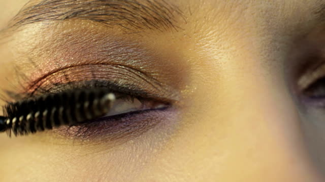 eye-lashes with a mascara video