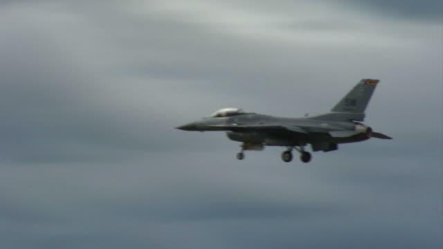 F-16 Falcon 03 gear down video