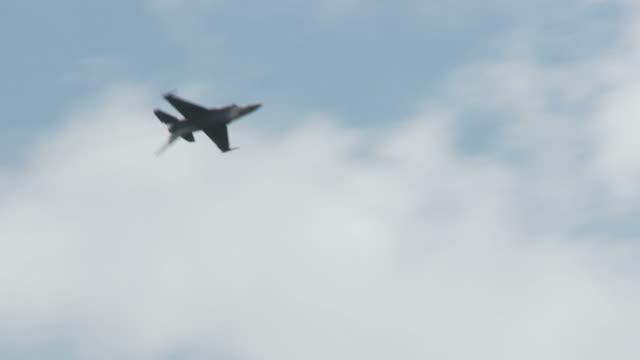 F-16 Falcon 24_3S rolls video