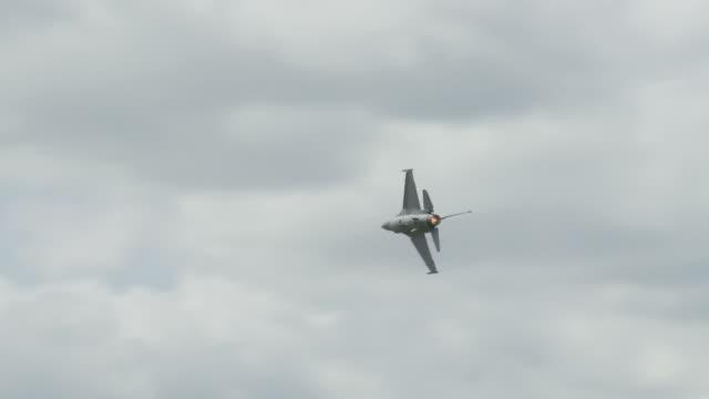 F-16 Falcon flying 24_1 video