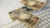 Falling on the keyboard of the Japanese Yen video