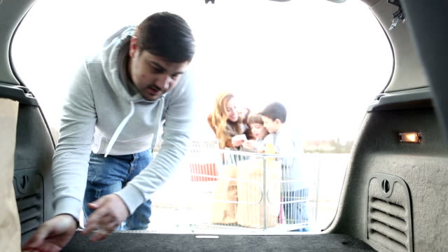 HD: Family Shopping For Groceries. video
