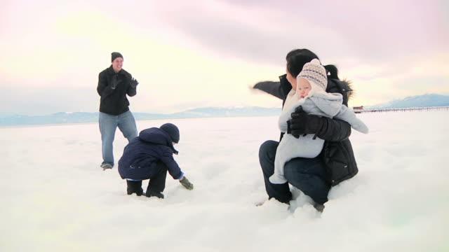 Family Snowballs (HD) video