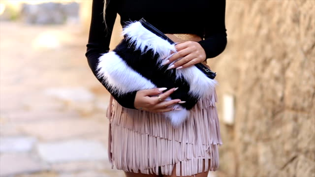 Fashion blogger shows her autumn outfit video