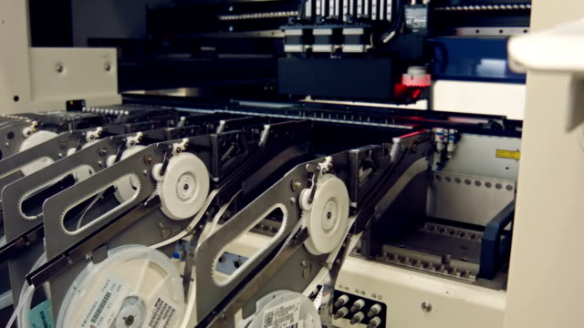 Feeder instalation into SMT line video
